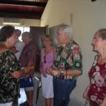 Catherine Pizon-J.C. Halley et Solange Wisard discutent avec la Présidente du choeur et de l'orchestre Gislaine Miolard
