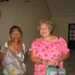 Jacqueline Felsina accompagne Les Baladins au nom du curé de Bouillante